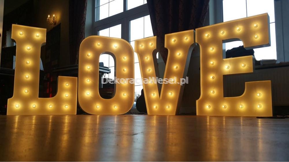 Wypożyczenie dekoracji - Napis love