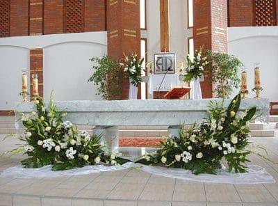 Dekoracja kościoła na ślub - galeria 466 400x296