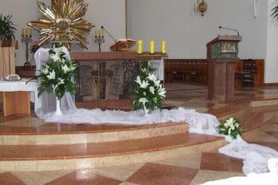 Dekoracja kościoła na ślub - galeria 482 400x267