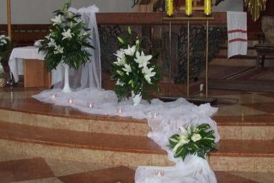 Dekoracja kościoła na ślub - galeria 483 400x267