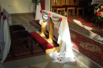 Dekoracja kościoła na ślub - galeria 506 400x267