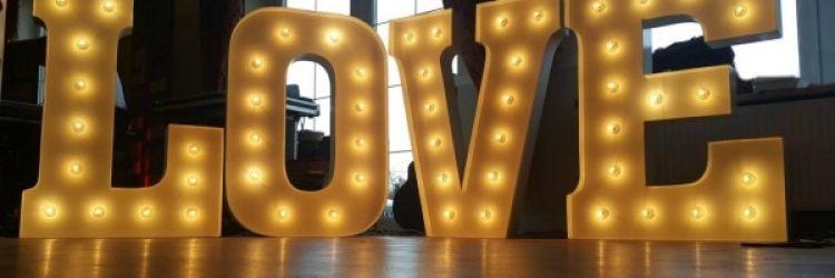Napis LOVE na wesele i sesję zdjęciową